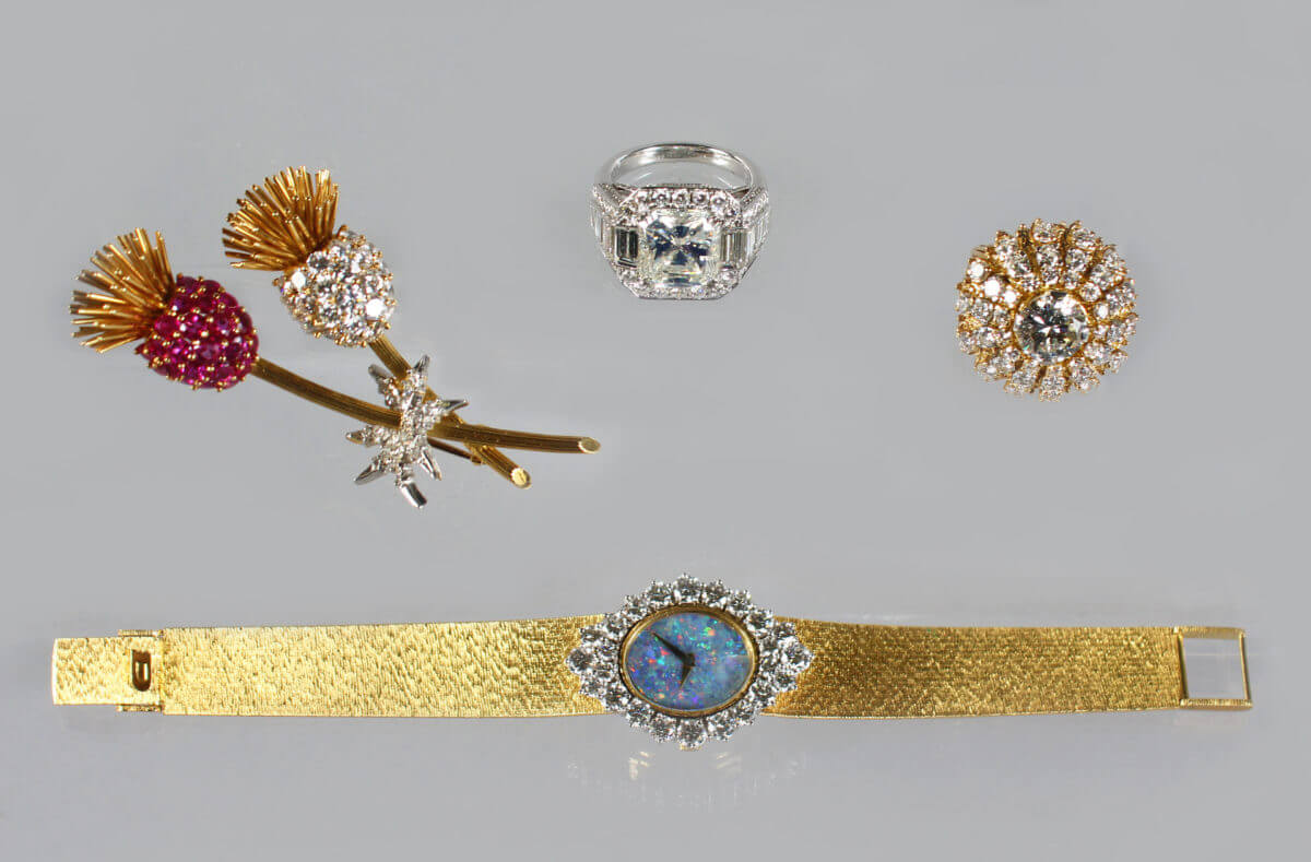 100 Lots of Selected Jewellery including a diamond ring/Fine Auctioneers and Valuers