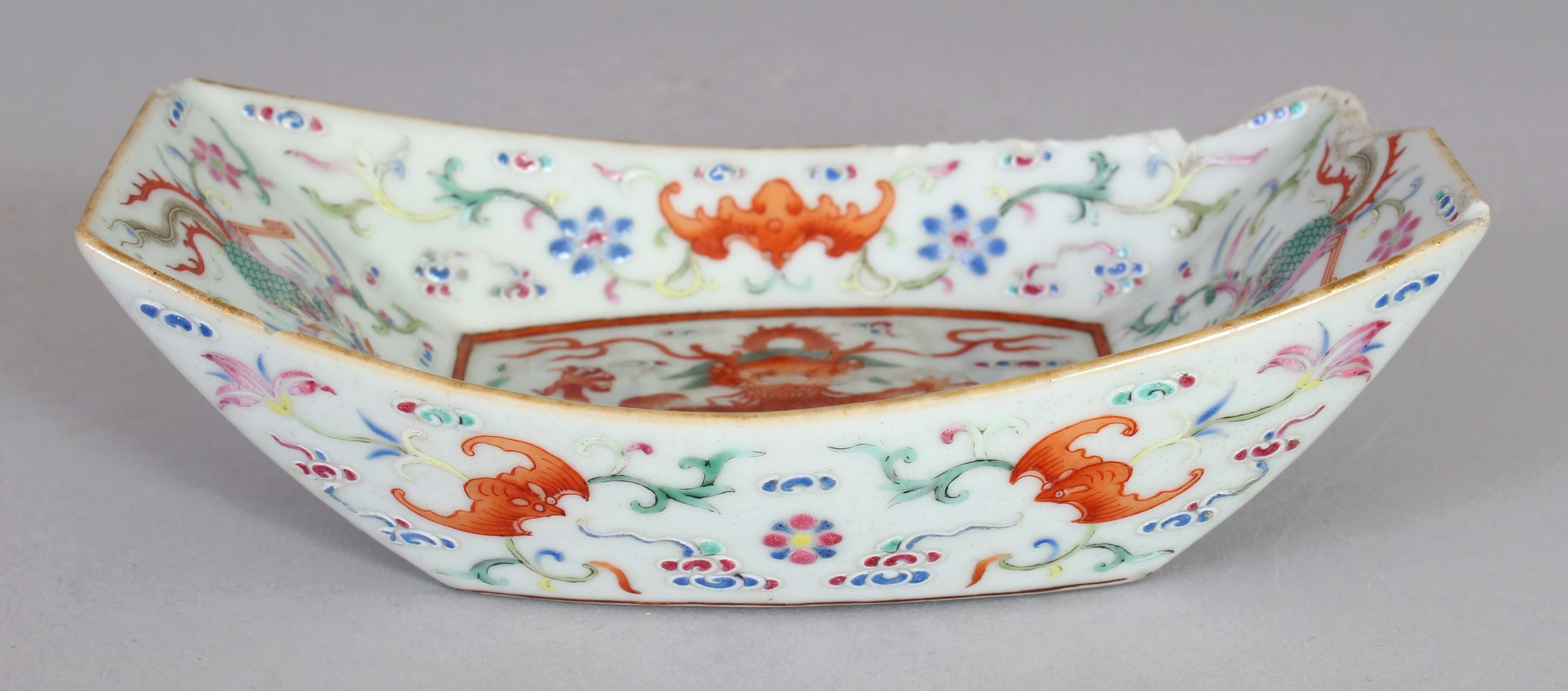 A good Chinese Jiaqing mark & period famille rose porcelain dragon & phoenix dish/Auctioneers and Valuers