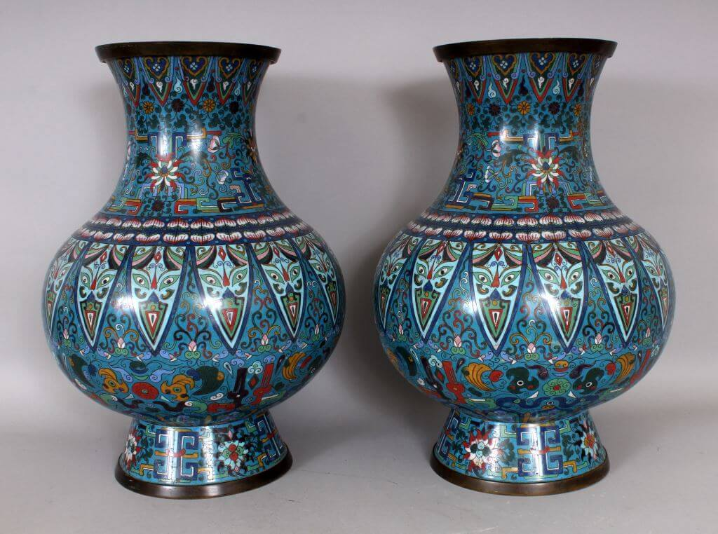 A good large pair of late 19th century Chinese cloisonne vases/Auctioneers and Valuers