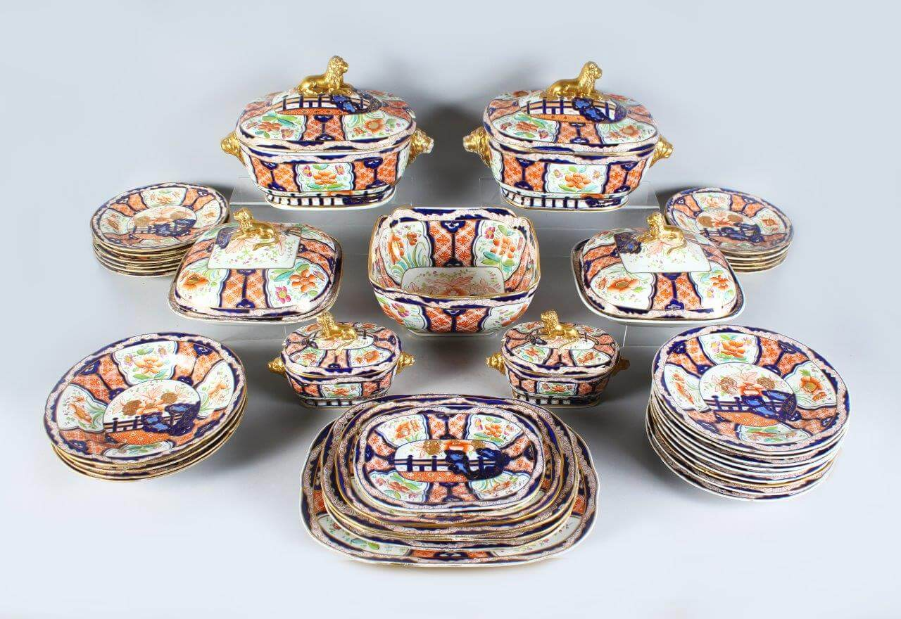 A Superb Large Spode 19th Century Dinner Service/Auctioneers and Valuers