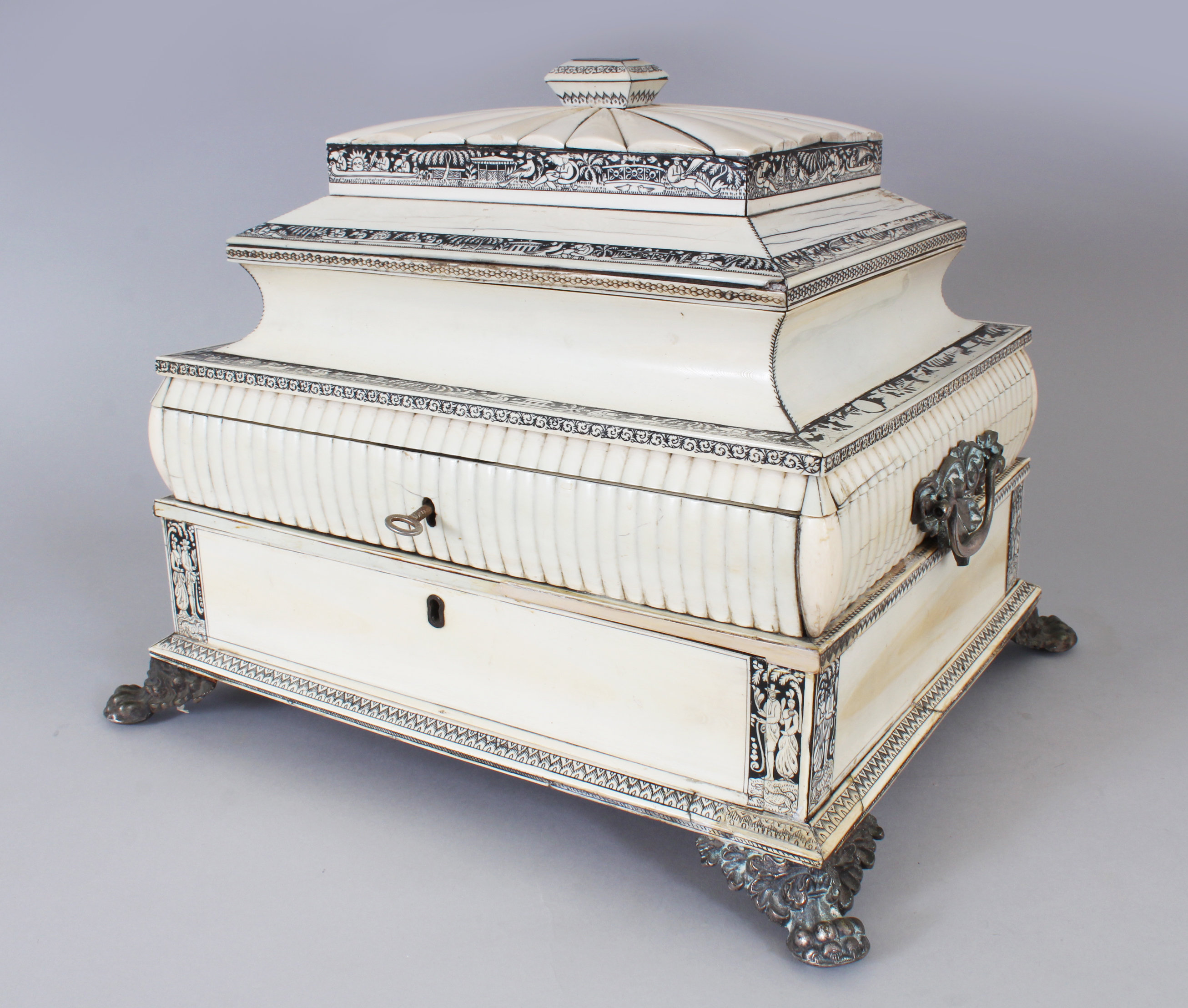 A good large 19th century Anglo-Indian Vizagapatam rectangular ivory and sandalwood casket./Auctioneers and Valuers