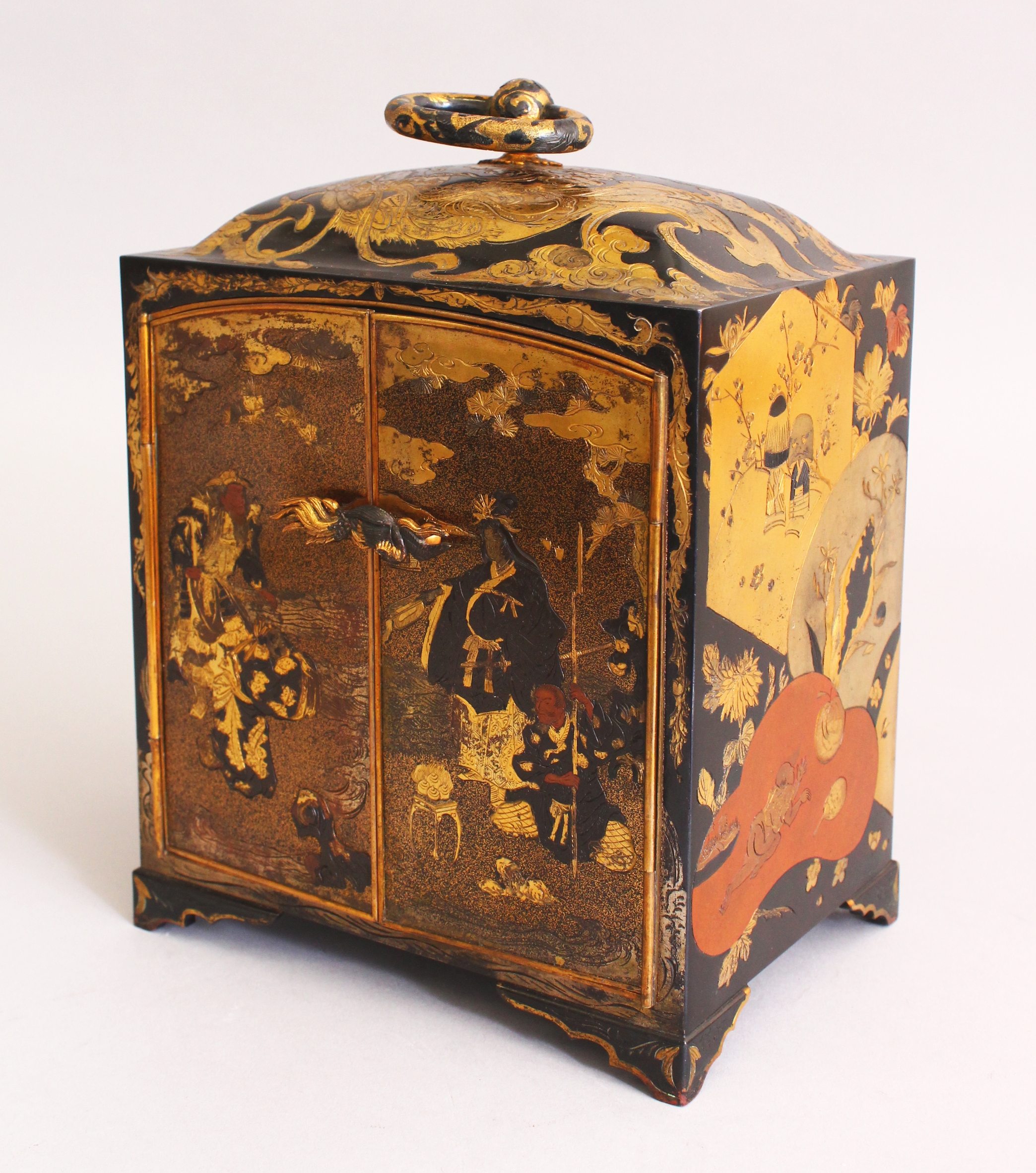 An unusual good quality Japanese meiji period mixed metal table cabinet/Auctioneers and Valuers