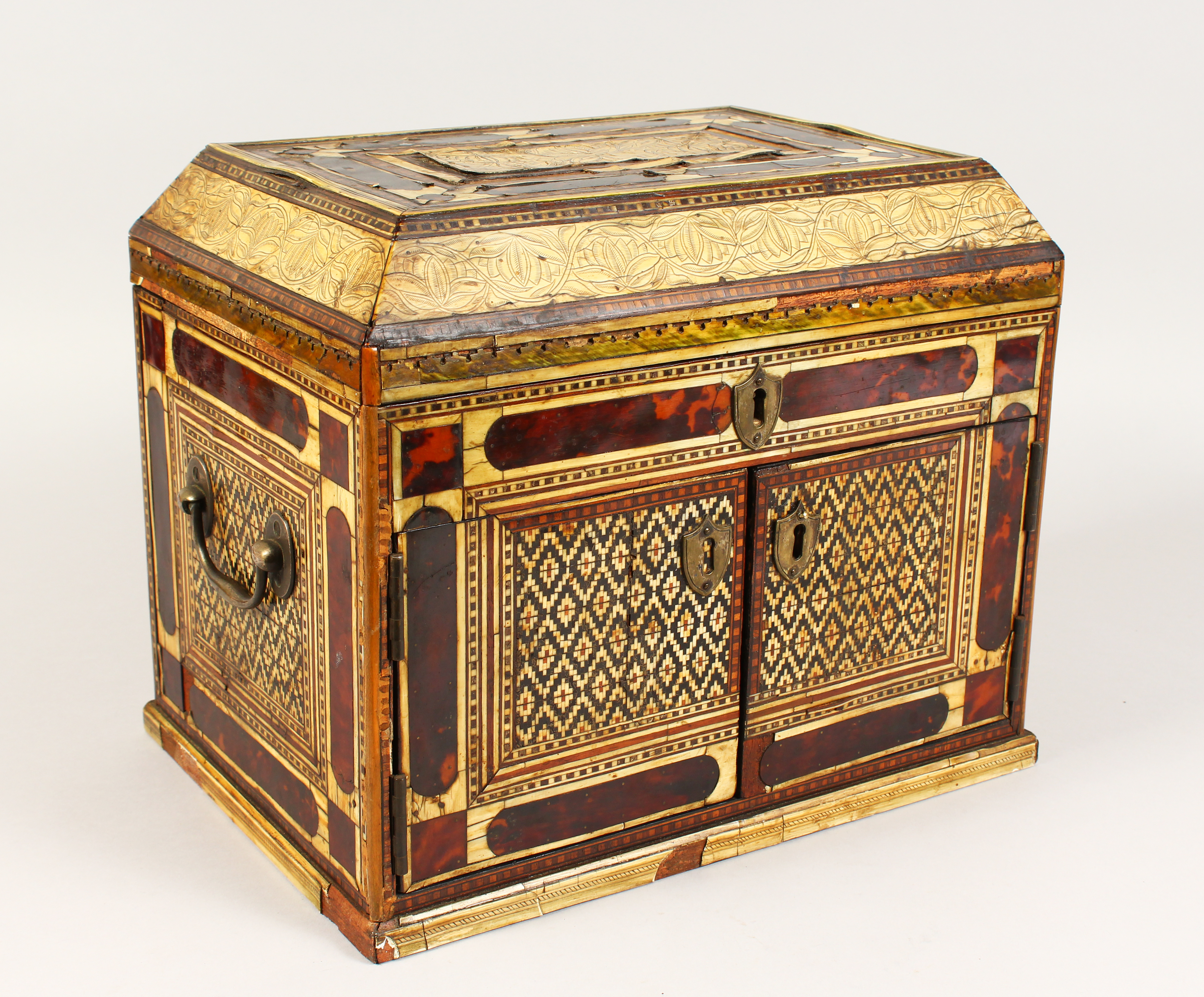A 17th Century European Table Desk for the Islamic Market./Auctioneers and Valuers