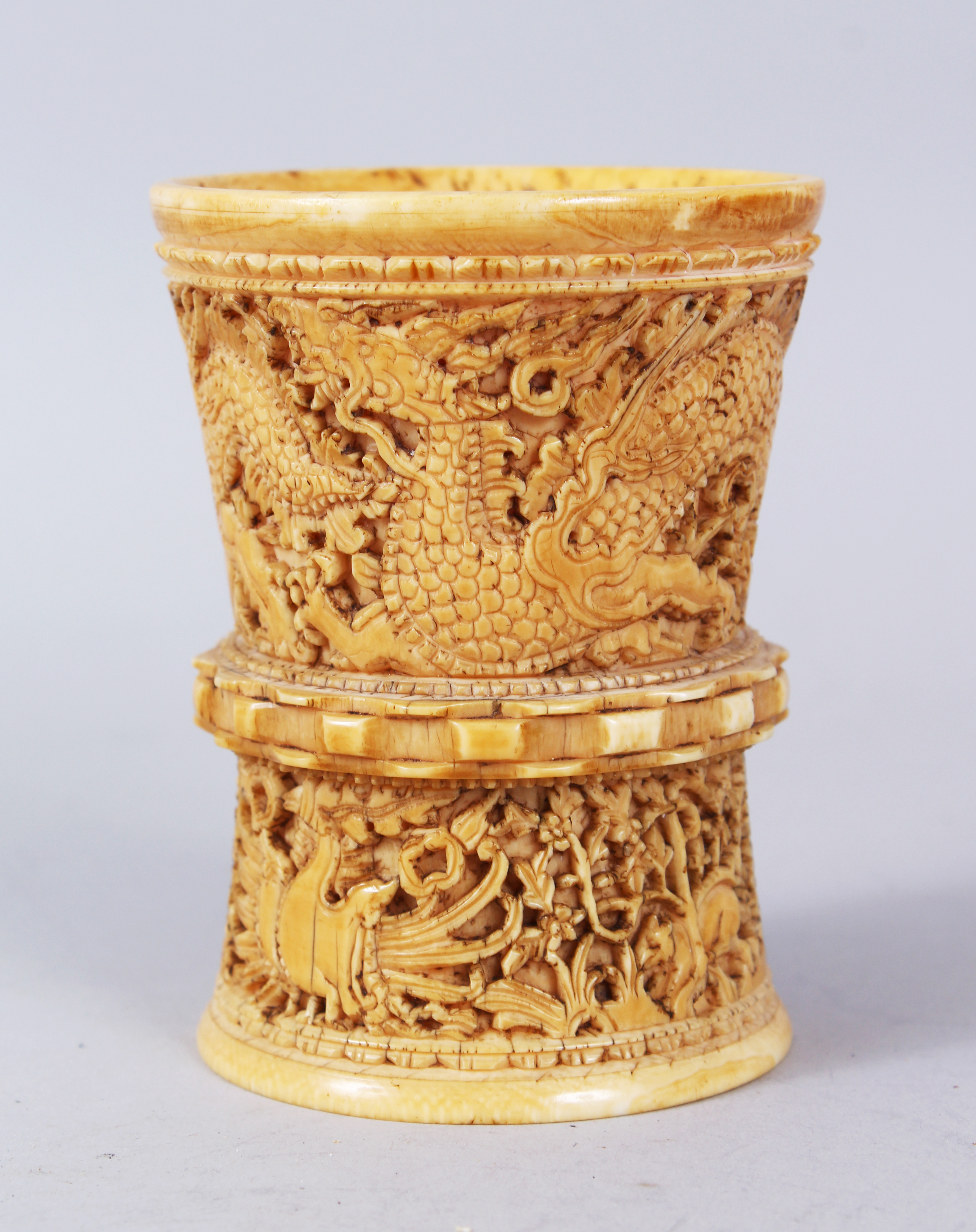 A rare late Ming/early qing dynasty carved ivory brush pot./Auctioneers and Valuers
