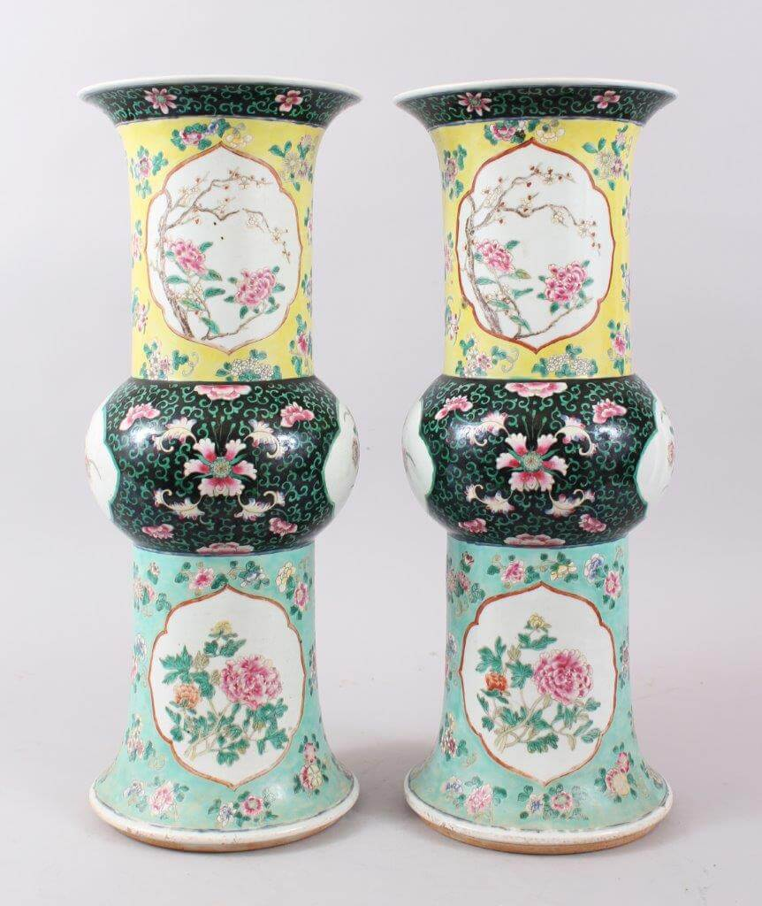 A Pair of 19th Century Chinese Famille Rose Enamel Porcelain Vases./Auctioneers and Valuers