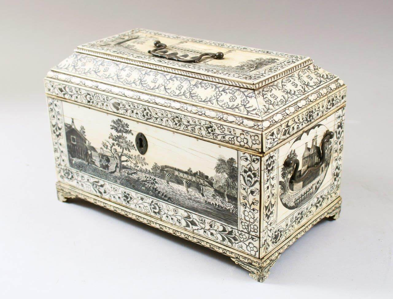 A good 18th century Vizagapatam tea caddy with penwork decoration/Auctioneers and Valuers